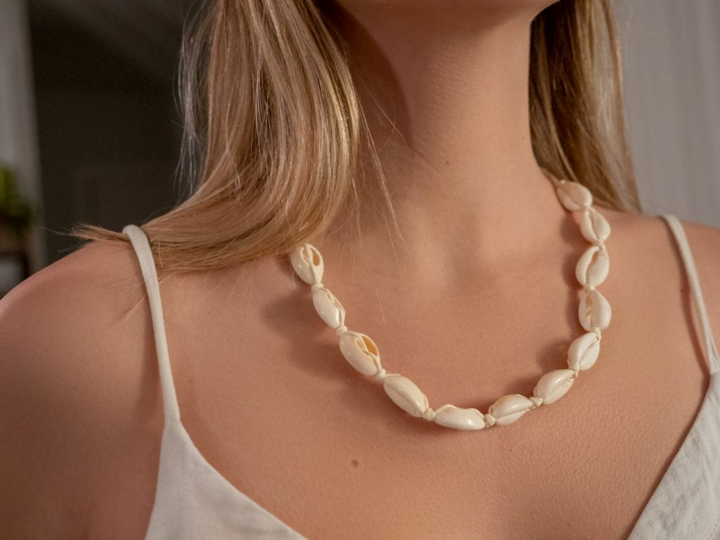 Collier surfeur coquillage vue globale